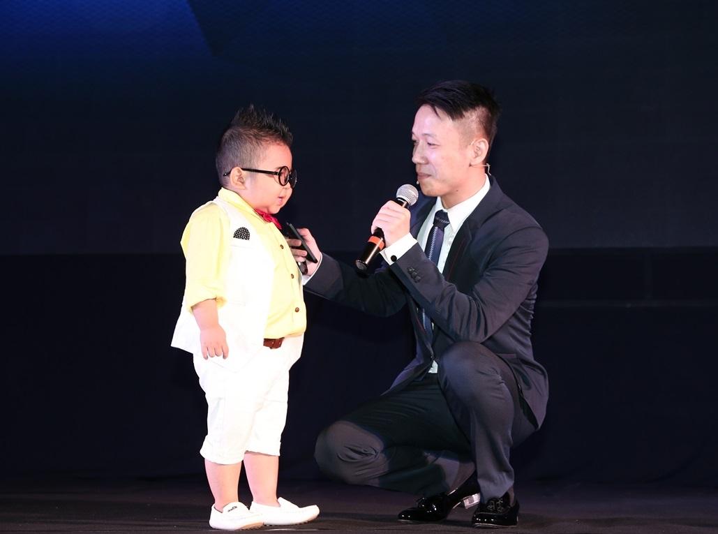 Đầu karaoke Hanet PlayX One giúp trẻ nhỏ cũng tự chọn được bài hát yêu thích qua giọng nói
