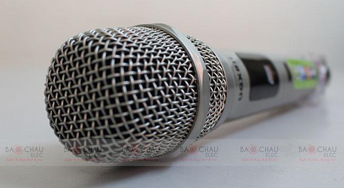 tay-cam-micro-karaoke-shure-ugx8-ii-a