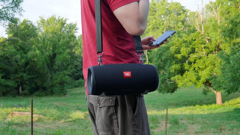 Người dùng dễ dàng mang theo loa Bluetooth đi mọi nơi