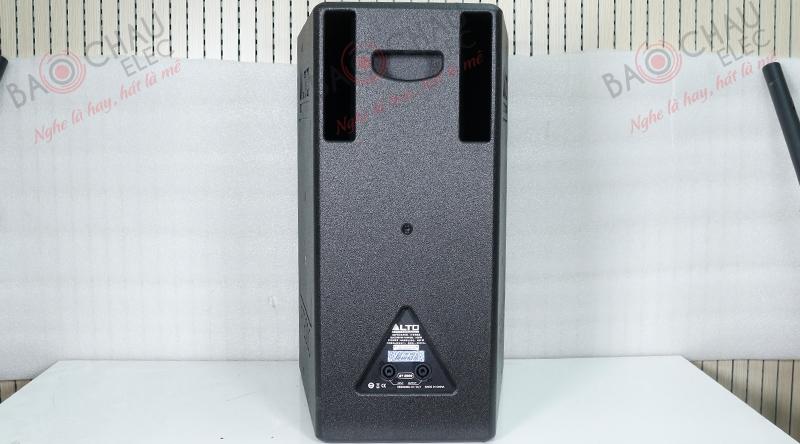 2 lỗ thông hơi ở mặt sau loa Alto AT2000 giúp âm thanh lan toản