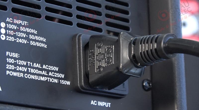 Là mẫu loa liền công suất nên cắm nguồn điện là có thể hoạt động