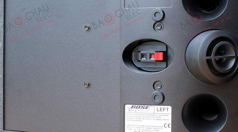 Cổng kết nối của loa Bose 301 Series V nằm ở mặt sau