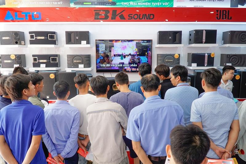 Nếu bạn đang tìm kiếm địa chỉ mua loa karaoke chính hãng, giá tốt, hãy đến ngay Bảo Châu Elec