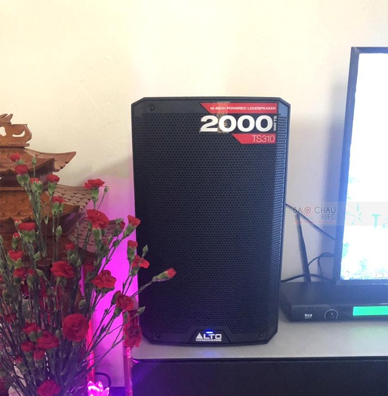 Alto TS310 là dòngloa karaokeliền công suất chuyên dụng cho cácdàn karaokegia đìnhkhông gian phòng 15 - 20m2 với những đặc điểm và tính năng hiện đại