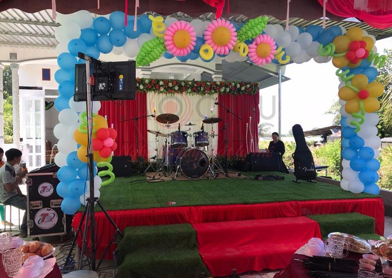 Dàn nhạc sống biểu diễn tại một đám cưới ở Kiên Giang