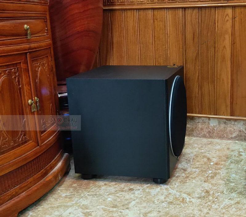 Loa sub điện Paramax SUB1000 new trang bị củ bass 30cm, mạch khuếch đại Class D công suất 500W, đáp ứng tốt nhu cầu hát karaokenghe nhạc, xem phim trong diện tích khoảng 20 - 30m2