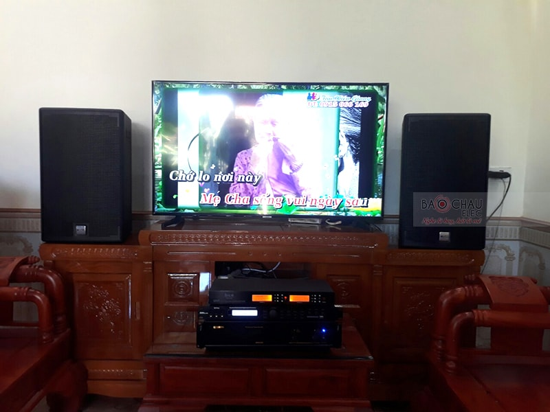 Tổng thể dàn karaoke của gia đình cô Huế sau khi được đội ngũ kỹ thuật viên lắp đặt hoàn thiện