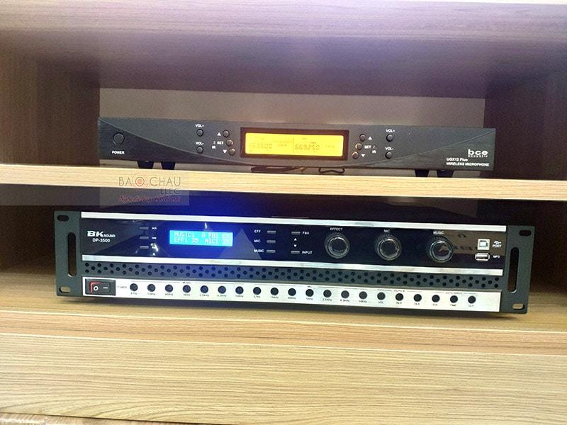 Đẩy liền vang BK Sound DP3500 thiết kế gồm 2 kênh riêng biệt với công suất 350W/ CH cho âm thanh sống động, chân thực. Ứng dụng những công nghệ mới như Analog Devices ADAU1701, chip xử lý ATS2825, sò công suất Toshiba,... mang đến khả năng xử lý âm thanh hiệu quả, giảm thiểu nhiễu sóng, biến dạng