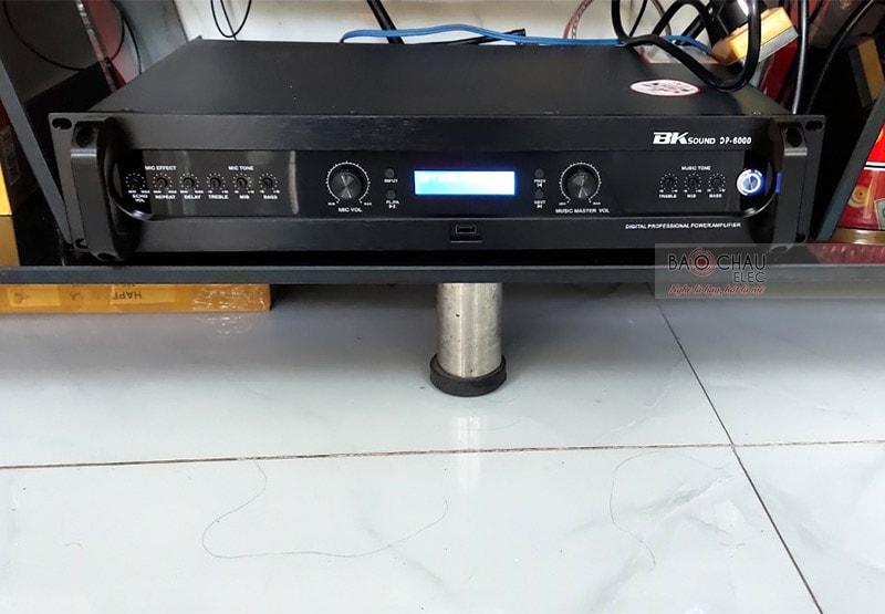 Đẩy liền vang kèm micro không dây BKsound DP6000 - thiết bị 3 trong 1, nhỏ gọn, tiện lợi, dễ sử dụng, phù hợp với nhiều không gian giải trí khác nhau. Sản phẩm được tích hợp nhiều tính năng hiện đại, xử lý và khuếch đại âm thanh ra loa cực hay.