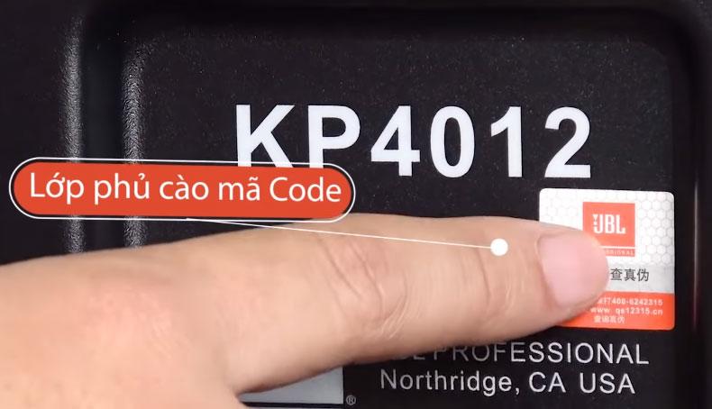 Cào lớp phủ tem của hãng ở phía sau loa để lấy mã kiểm tra