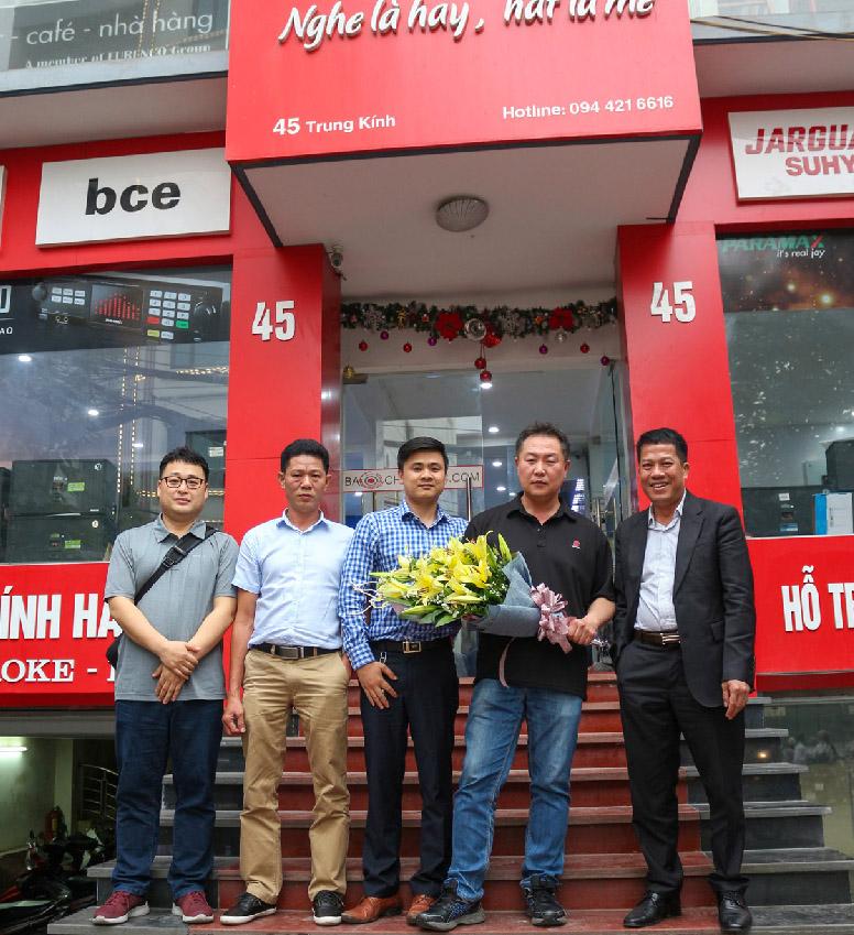 Giám đốc Jarguar Suhyoung và giám đốc Komi Việt Nam và đại diện của Bảo Châu Audio
