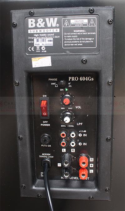 Mặt sau loa sub 604Gs với đầy đủ cổng kết nối