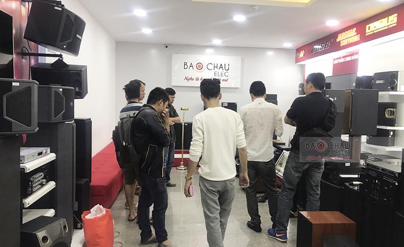 Không khí mua sắm ngày Tết ở Sài Gòn 02
