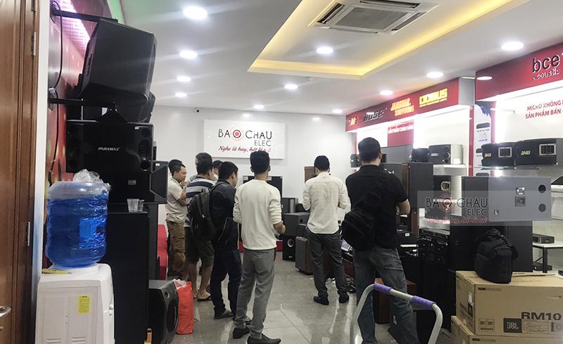 Không khí mua sắm ngày Tết ở Sài Gòn 03